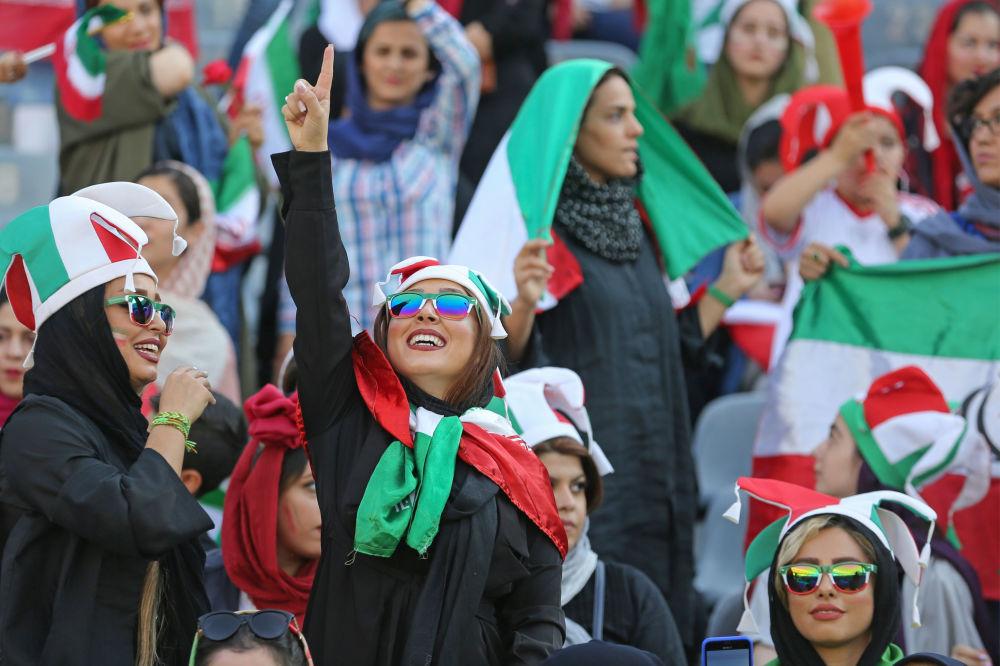 Poprvé za 40 let mohly ženy v Íránu na fotbal