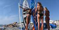 Rekreanti na pláži v Soči