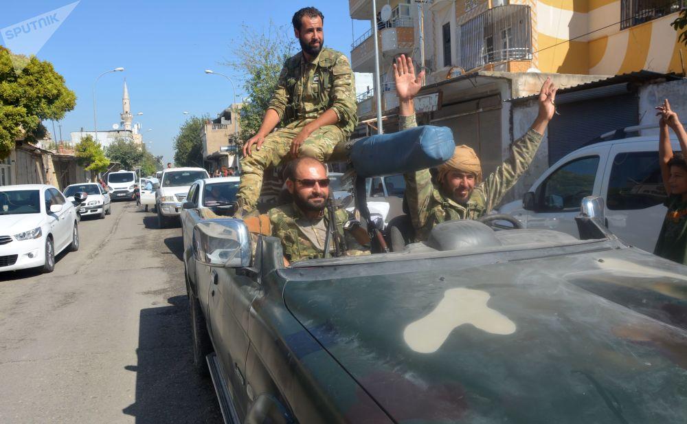 Muži v autě na hranici Turecka a Sýrie