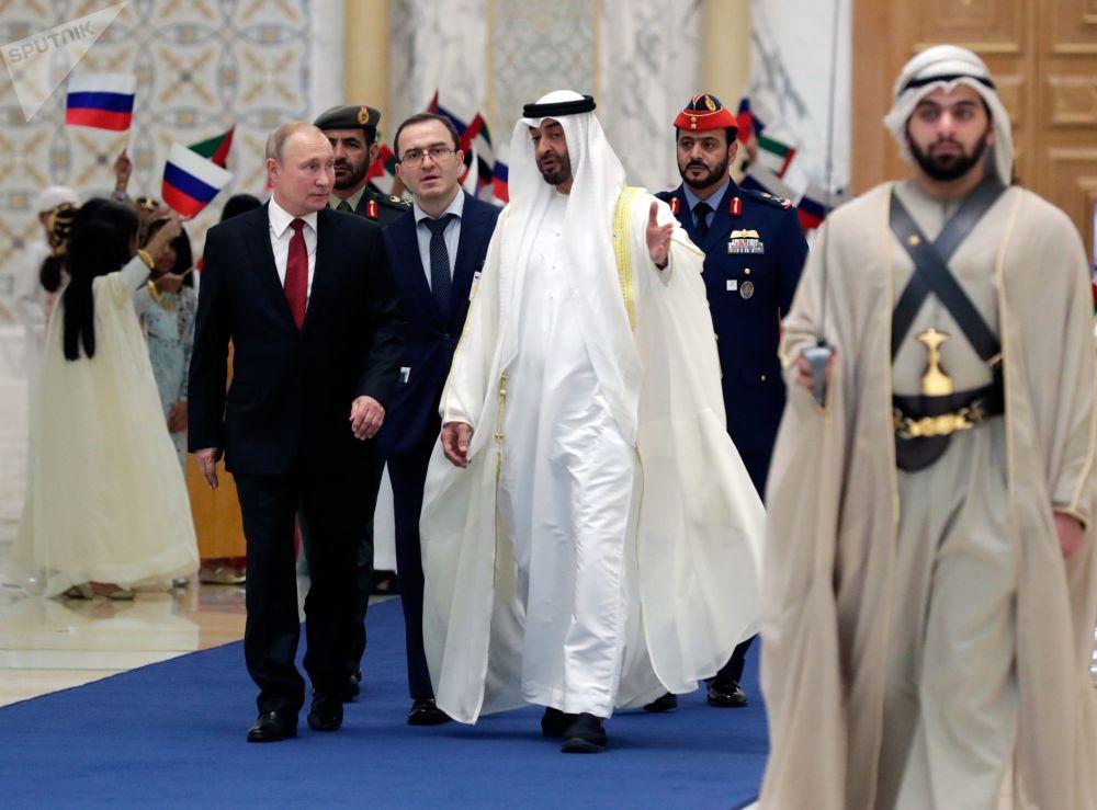 Ruský prezident Vladimir Putin a korunní princ Abú Dhabí Mohammed bin Zayed Al Nahyan.
