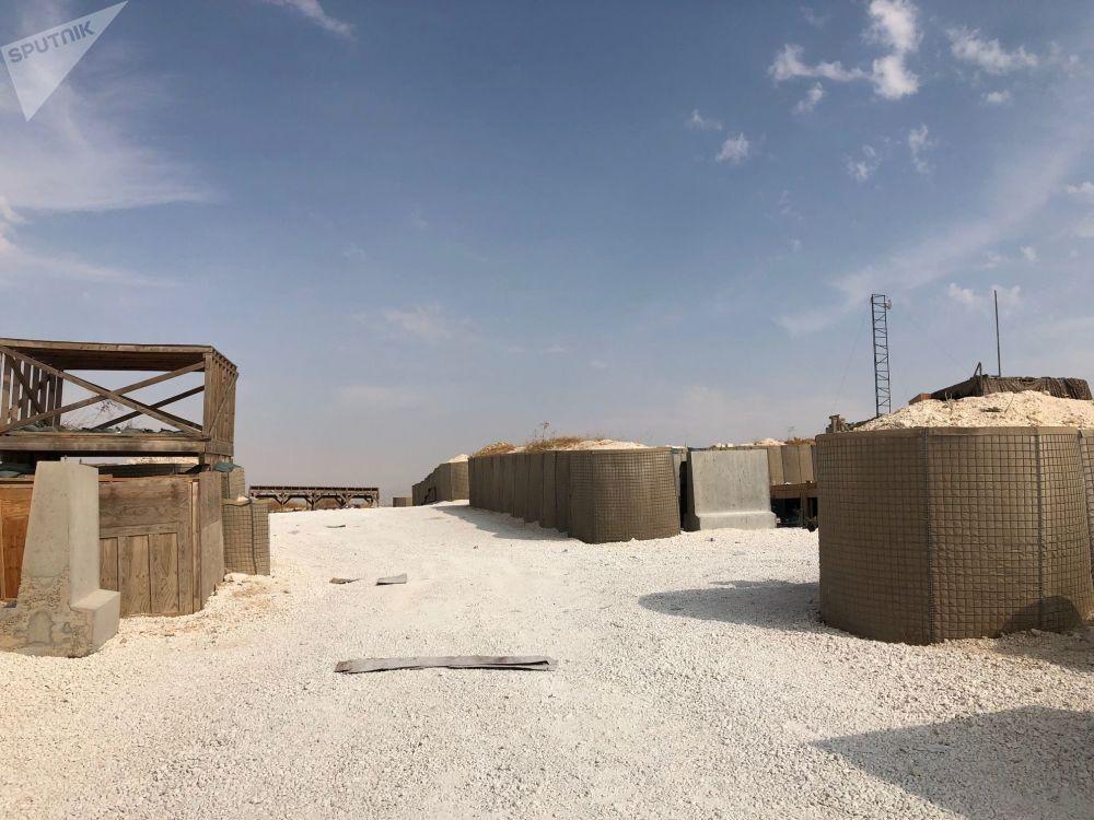 USA opustily nejen základnu v Manbidži. Po zahájení turecké vojenské operace na severovýchodě Sýrie američtí vojáci opustili základny v okolí města Ajn al-Arab a další v provinciích Rakka a Hasaka. Důvod pro tuto spěšnou evakuaci americká vláda neuvedla.