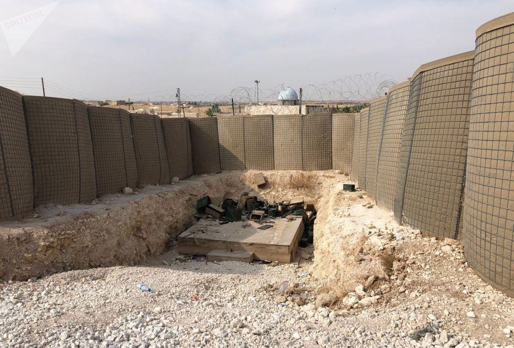Američtí vojáci hlídkovali ve městě a jeho okolí během svého pobytu. Před několika dny při stažení sil se Američané potkali s kolonou syrských vojáků.