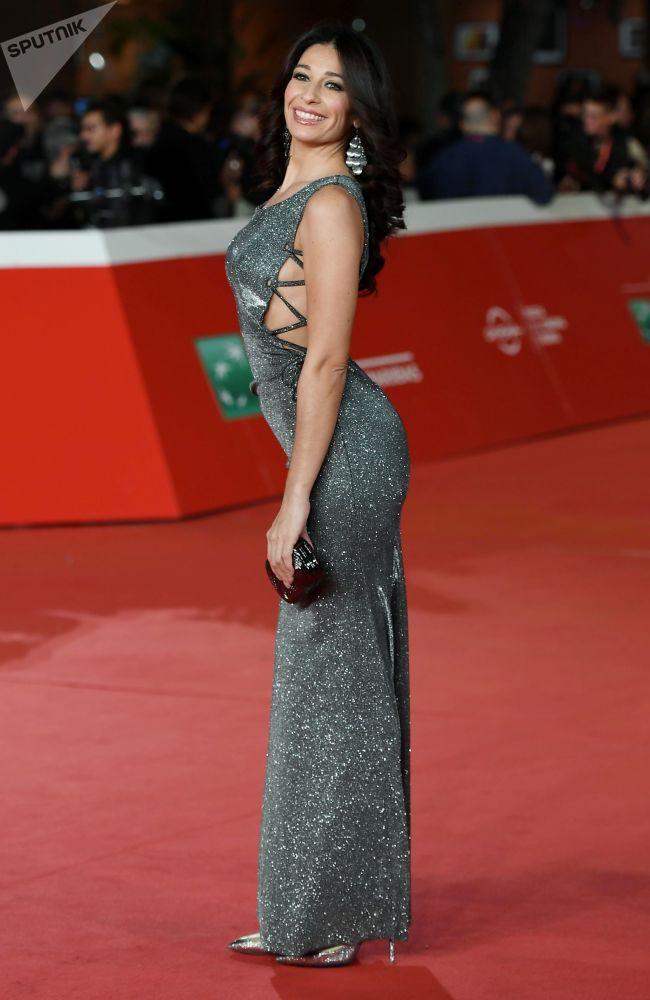 Herečka Fabiana Latini na červeném koberci před premiérou filmu Pavarotti na 14. mezinárodním filmovém festivalu v Římě.