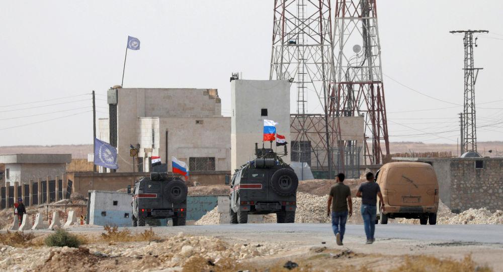 Hlídka ruské vojenské policie v Sýrii