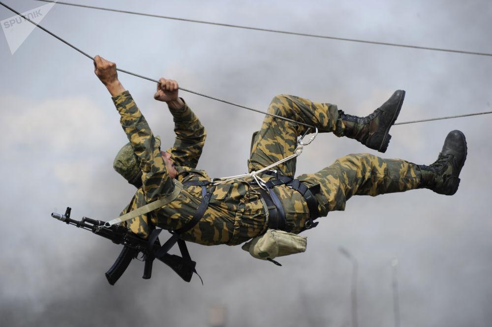 Výcvik příslušníků 22. zvláštní brigády speciálního určení, která je umístěna v Rostovské oblasti.