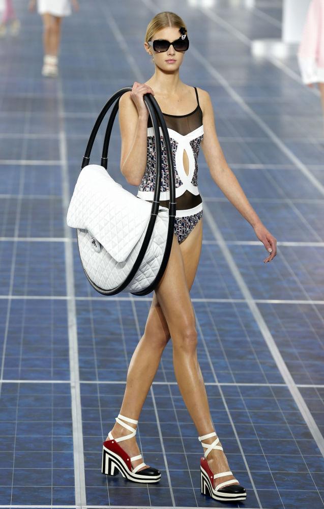 Prezentace kolekce Chanel jaro-léto 2013 v Paříži.