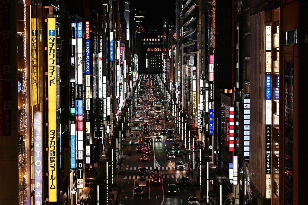 Pohled na luxusní městskou část Ginza v Tokiu.