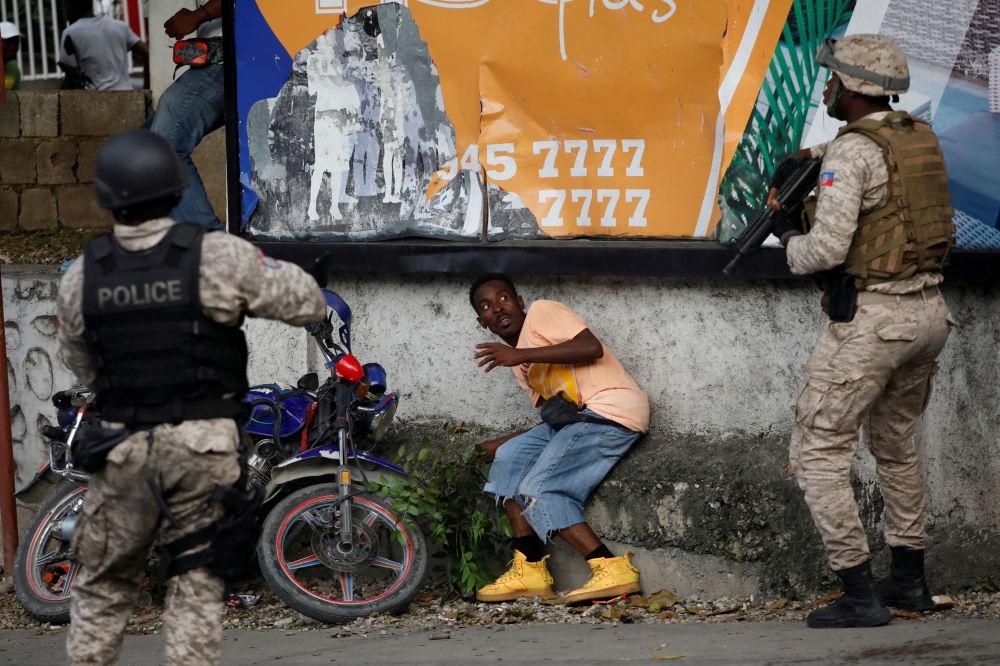 Protesty v Haiti požadují rezignaci prezidenta Jovenela Moiseho.