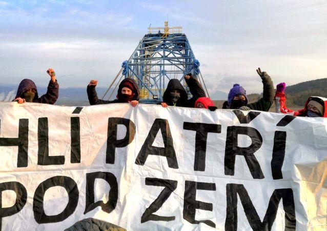 Aktivisté ve Vršanech na Mostecku