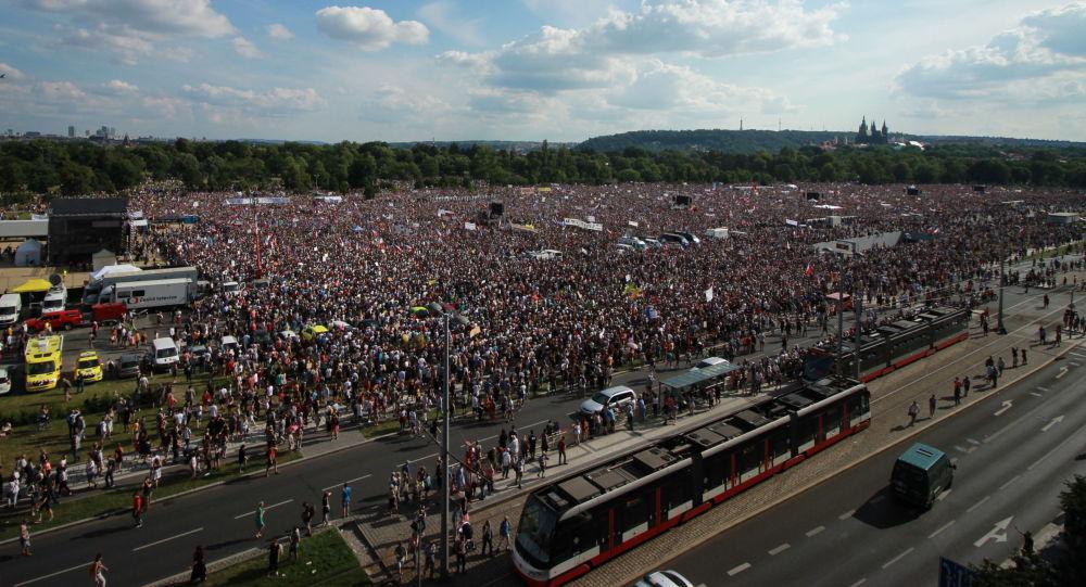 Demonstrace na Letenské pláni pořádaná spolkem Milion Chvilek - 23.6.2019