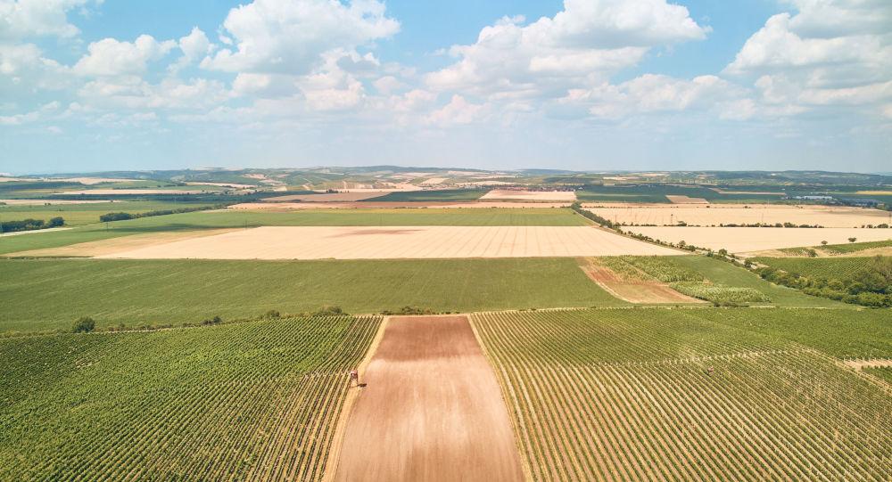 Panorama české krajiny. Ilustrační foto