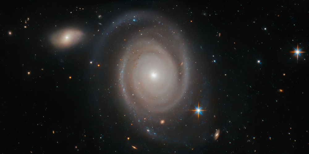 Spirální galaxie NGC 1706 v souhvězdí Mečouna.