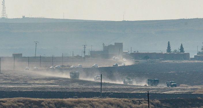Ruské a turecké jednotky začaly společné hlídkování syrsko-turecké hranice