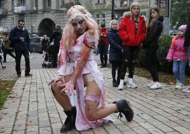 Účastnice průvodu zombie v Kyjevě (26. 10. 2019)
