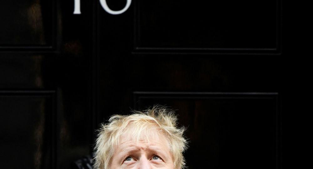 Britský premiér na Downing Street 10
