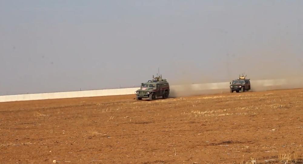 Rusko a Turecko mají za sebou druhou společnou hlídku v Sýrii. Jaké trasy projely a jakými obrněnými vozy?