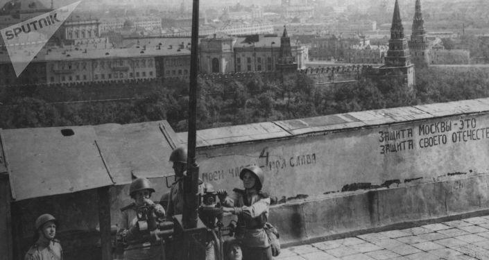 Protiletadloví střelci na stráži u Moskevského Kremlu, 1941