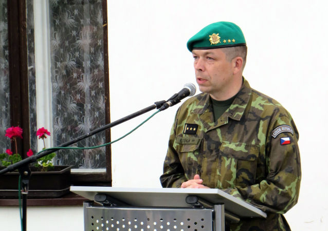 Eduard Stehlík na pietním aktu k uctění památky skupiny Silver A. Plk. Eduard Stehlík.