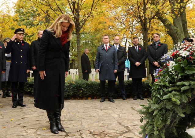 Slovenská prezidentka na vojenském hřbitovu Petržalka – Kopčany vBratislavě uctila památku padlým v 1. sv. válce