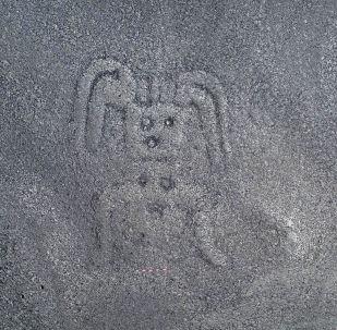 """Kresba záhadné """"obludy"""" na náhorní planině Nazca v Peru"""
