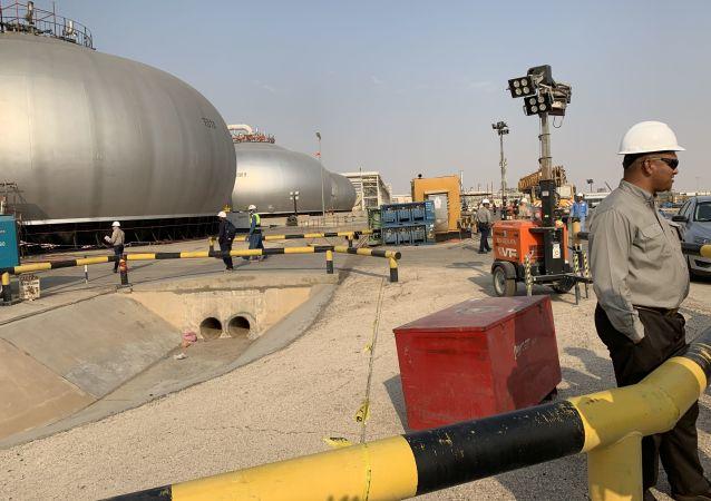 USA během nejbližších týdnů zvýší počet vojsk v Saúdské Arábii k ochraně ropných objektů
