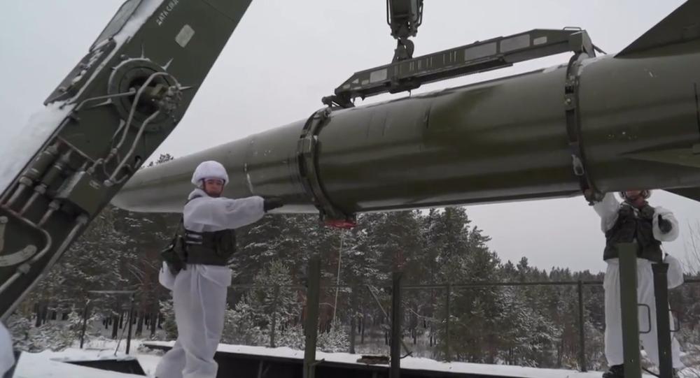 Video: Unikátní záběry zevnitř ruského raketového komplexu Iskander-M.  Jak ho jednotky Ruska ovládají?
