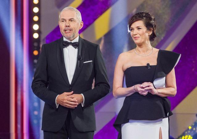 Český moderátor Marek Eben s Terezou Kostkovou