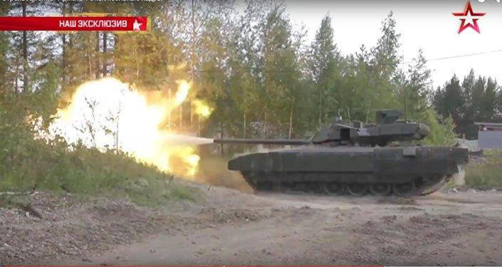Exkluzivní záběry: Armata poprvé střílí před novináři