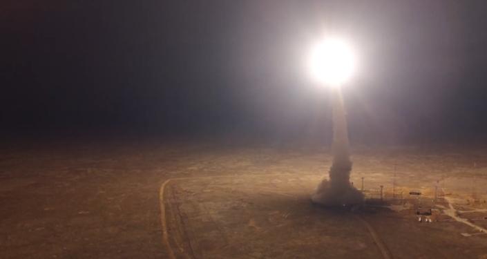Video: V noci na území Kazachstánu byla vypuštěná ruská balistická raketa Topol