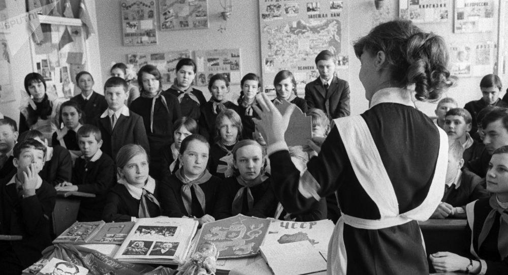 Saratovská škola №76, Klub sovětsko-československého přátelství