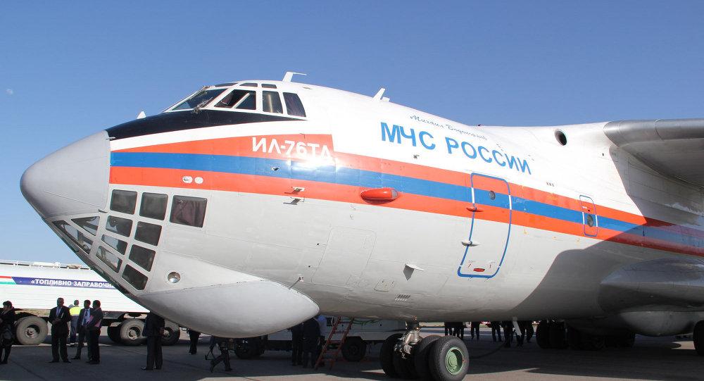 Letadlo Il-76 s humanitární pomocí
