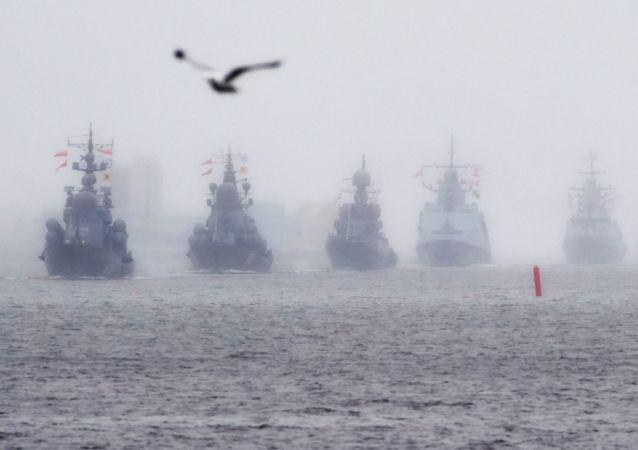 Nácvik přehlídky ruského námořnictva v Kronštadtu