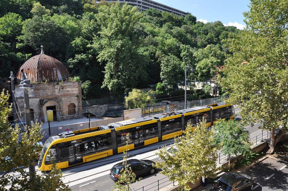 Nejdelší tramvaj na světě CAF Urbos 3, která je k vidění v Budapešti