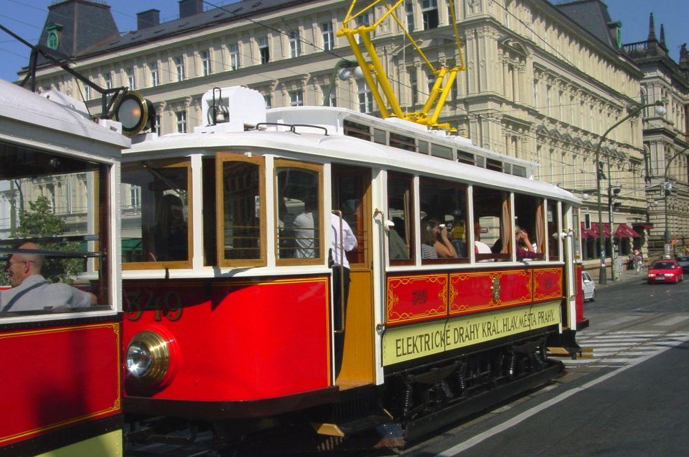 Starodávná tramvaj v Praze
