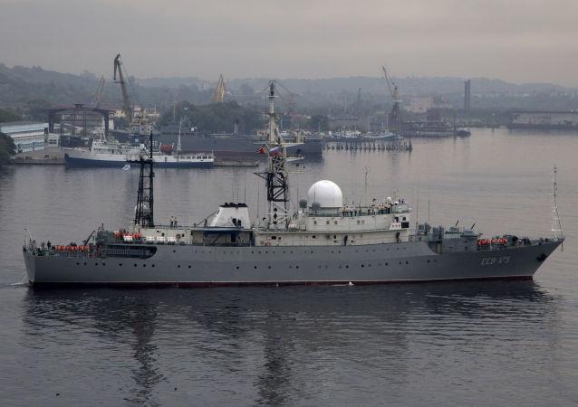Ruská výzvědná loď Viktor Leonov