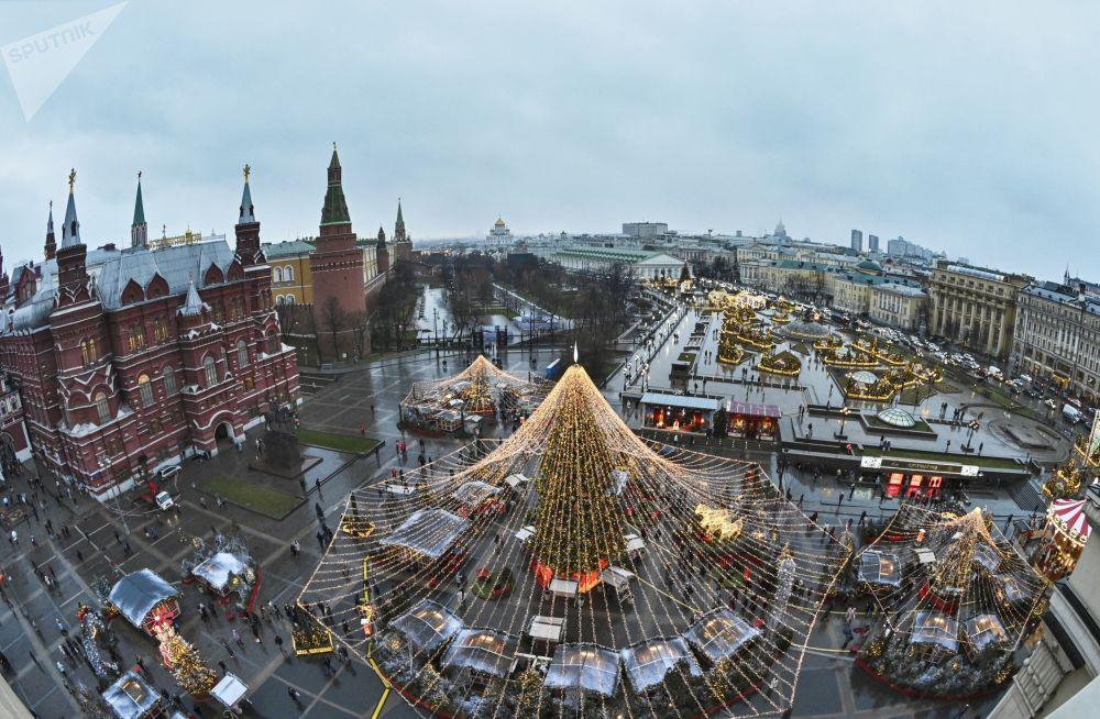 Vánoční výzdoba na Revolučním náměstí v Moskvě