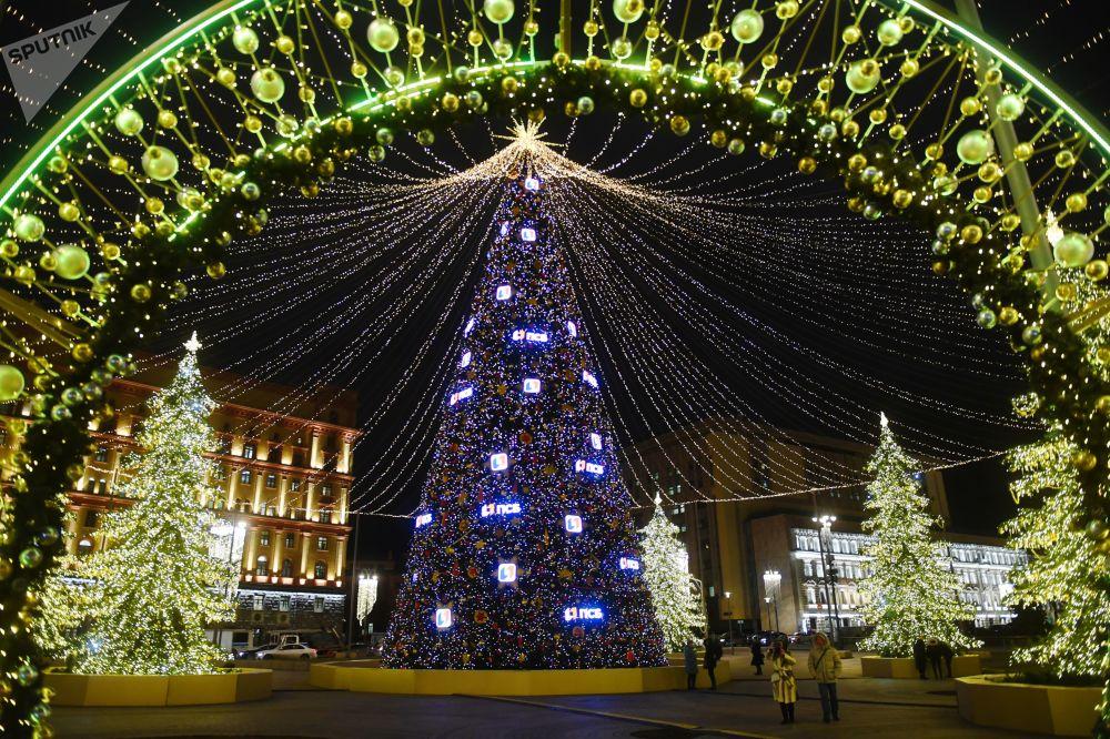 Vánoční iluminace na Lubjanském náměstí