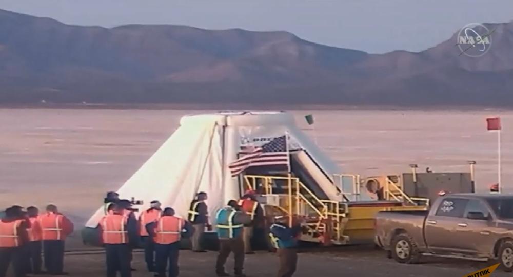 Video: Kosmická loď Boeing CST-100 Starliner přistála po technických problémech v USA