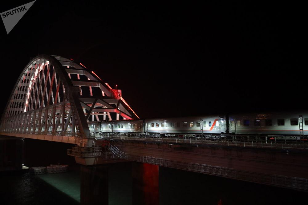 První osobní vlak Petrohrad-Sevastopol