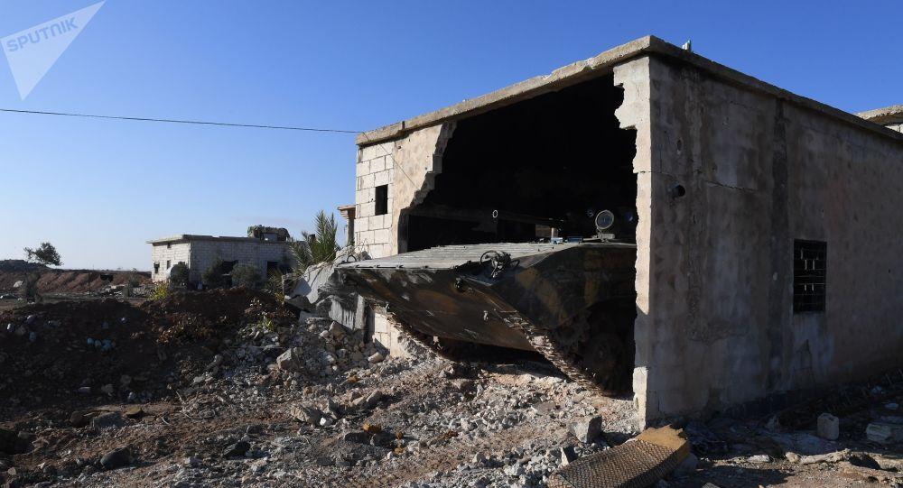 Bojové vozidlo pěchoty syrské armády ve vesnici Šara v provincii Idlib