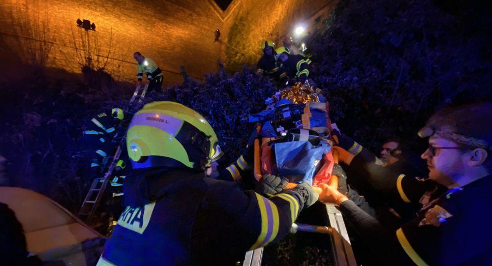 Šestatřicetiletá žena spadla z vyšehradských hradeb v Praze