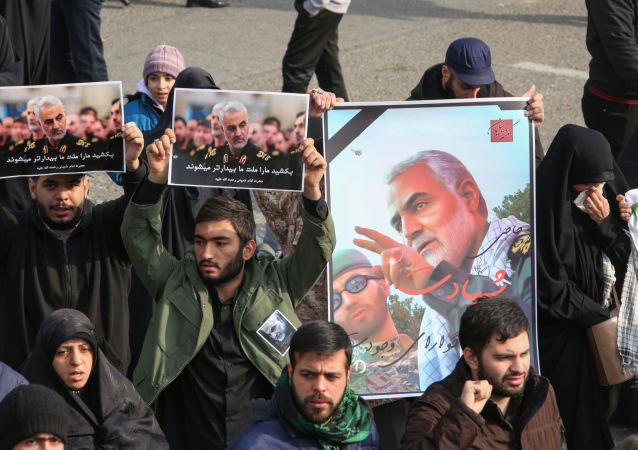 Obrázky zavražděného íránského generála Kásima Sulejmáního