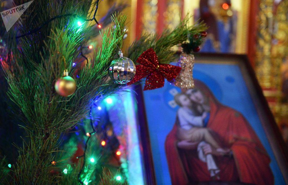 Vánoční bohoslužba v chrámu archanděla Michaela v centru Grozného