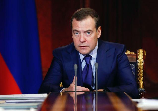 Premiér Dmitrij Medveděv