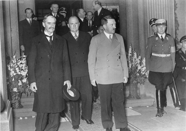 Britský premiér Neville Chamberlain a Adolf Hitler během setkání v Bad Godesbergu 23. září 1938
