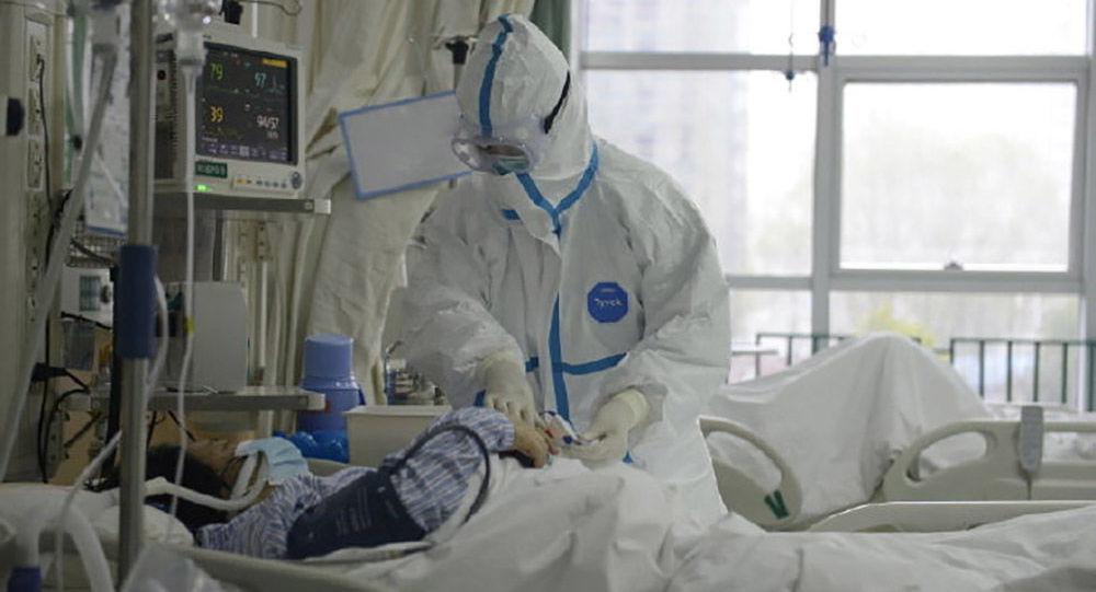 Video: Děsivý záchvat zimnice muže nakaženého koronavirem. Záběry z nemocničního lůžka