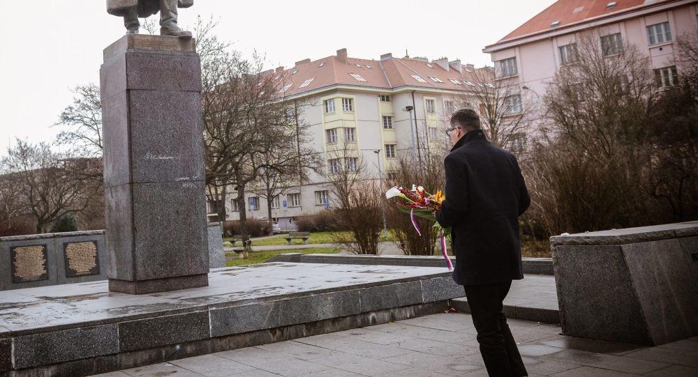 """""""Ostuda České republiky."""" Ovčáček se ostře pustil do opozice kvůli odstranění sochy maršála Koněva"""