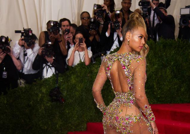 Zpěvačka Beyoncé na plese Met Gala v New Yorku