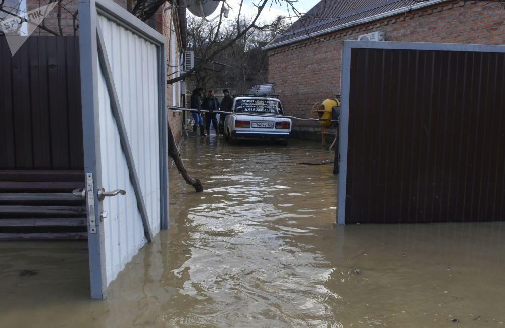 Zaplavený dvůr rodinného domu