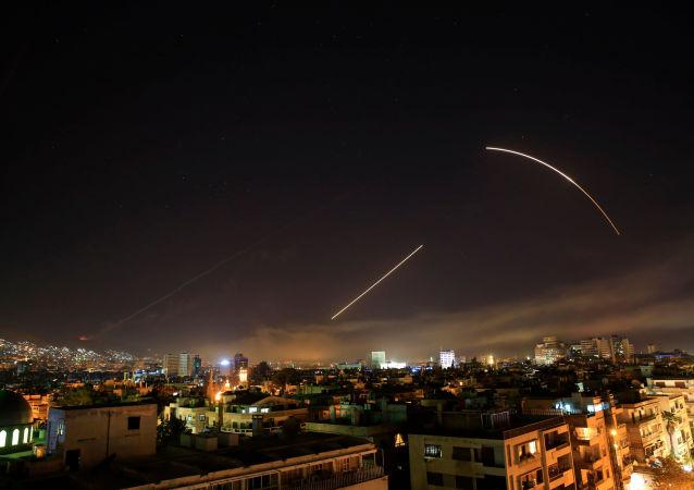 Americký raketový útok proti Damašku (14. 4. 2018)